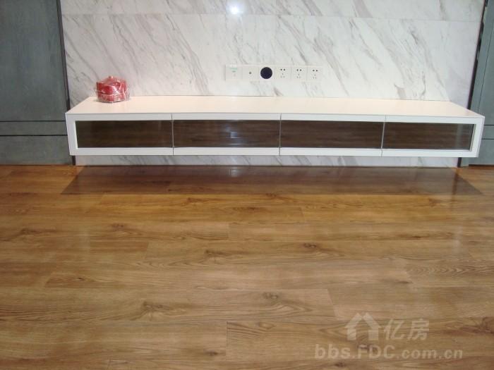 木工打的电视柜,很简单的设计