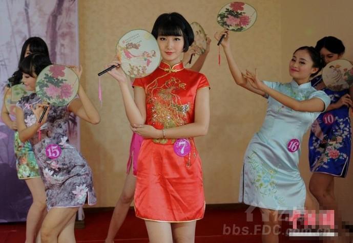 成都最美女孩大赛 美女穿旗袍吸引眼球 三地沙龙