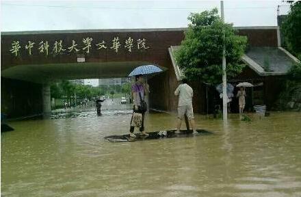 武汉各火车站,飞机场 武汉火车站每逢下雨必定淹水,几个仅有的排水口