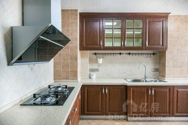 二,电路问题     厨房里的电器多,厨房的电路改造也是装修的重点.
