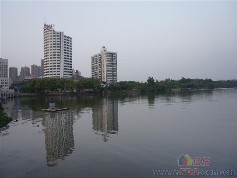 0 万 小区名称:秀水公寓(武昌区中南路小东门片) 地  址:东湖路138号
