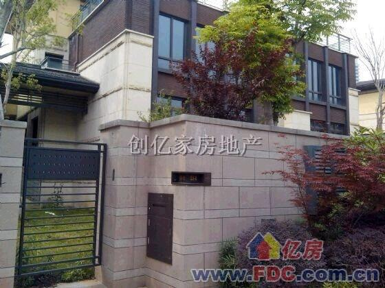 欢乐谷旁 纯水岸东湖 独栋三层别墅 带院子 绝对稀缺资源!