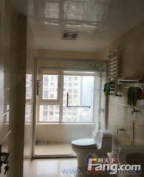 三金华都 精装三室2厅 全明户型 全房带暖气 有车位 两证全价可谈