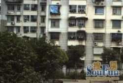 青山区工业二路26街坊三房出售。有钥匙随时看房。