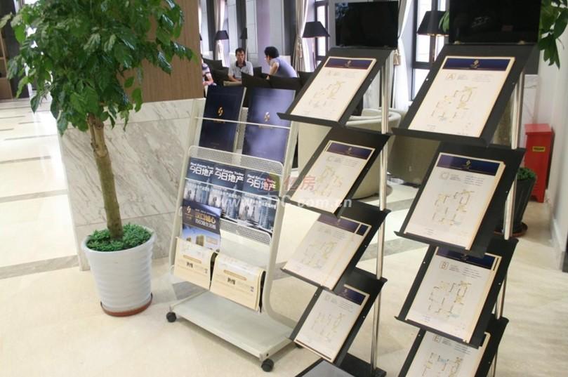汉口城市广场宣传架图片