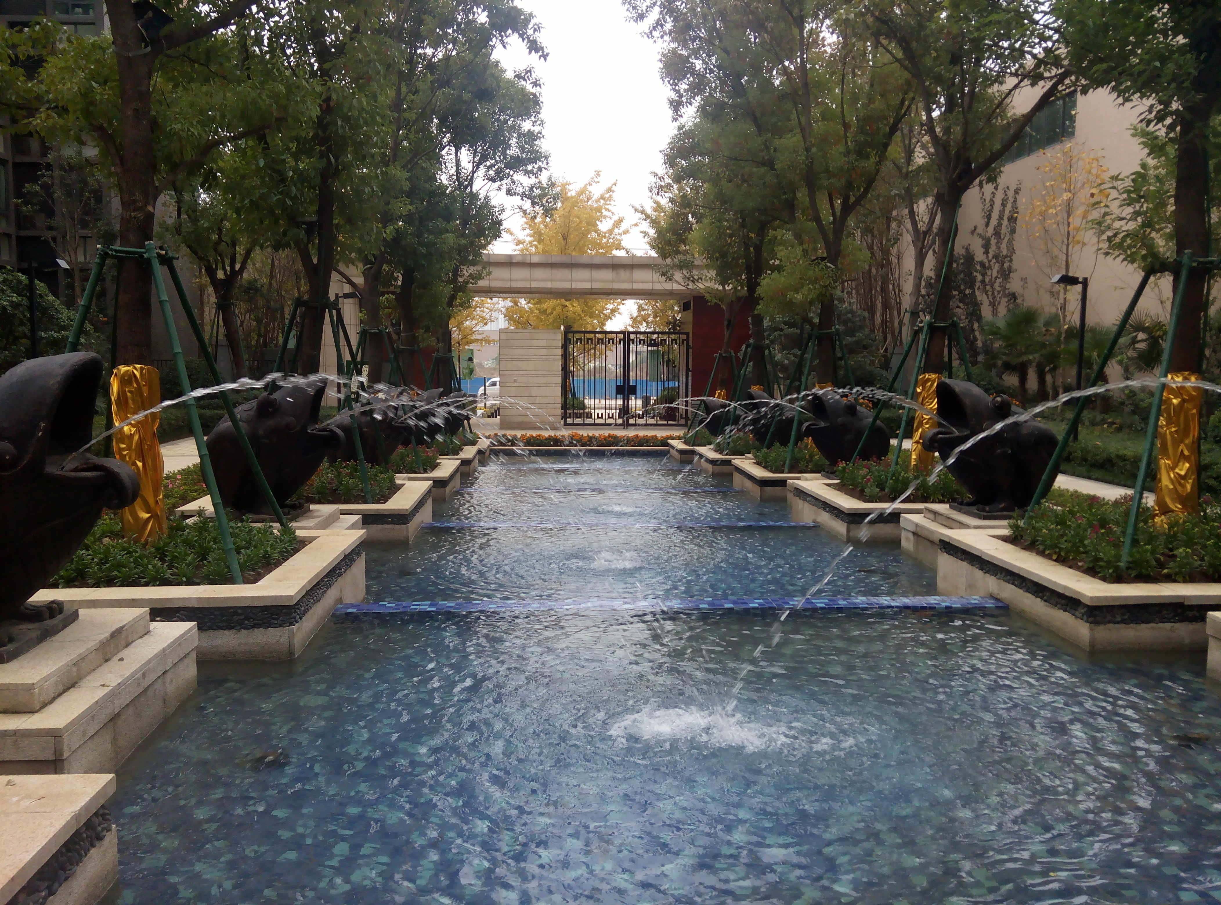 海伦春天小区喷泉