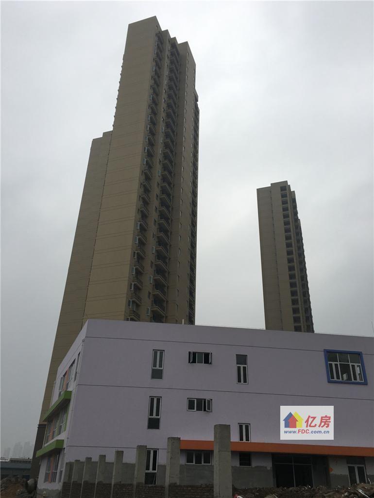 白天二七纪念塔